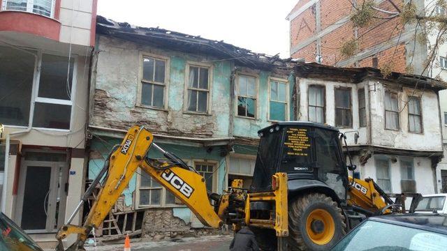 Tehlike arz eden metruk binaların yüzde 80'inin yıkımı gerçekleştirildi