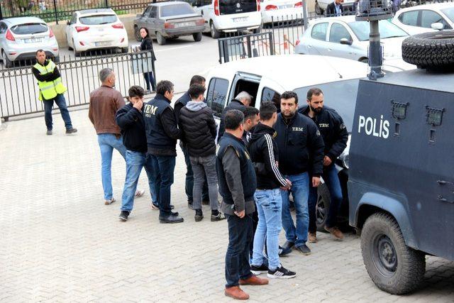 Hatay'da sosyal medyadan terör propagandasına 5 tutuklama