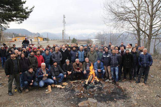 Artvin'de maden çalışanları, işlerini geri istiyor