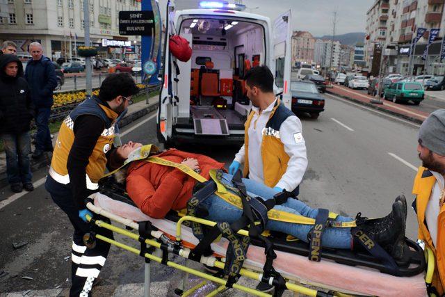 Ereğli'de iki otomobil çarpıştı: 4 yaralı