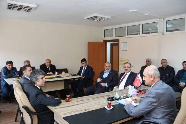 Milletvekili Deligöz Oltu Sosyal Hizmetler  Müdürlüğü'nü ziyaret etti