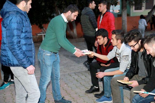 Gençler istedi, Başkan Karalar kitapları gönderdi