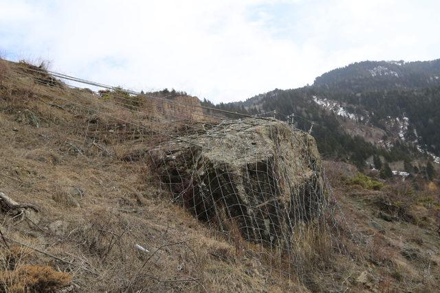 350 tonluk kayaya, çelik halatlı önlem