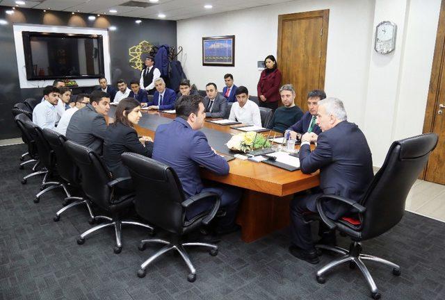 Azerbaycanlı Öğrencilerden Vali Kamçı'ya Ziyaret