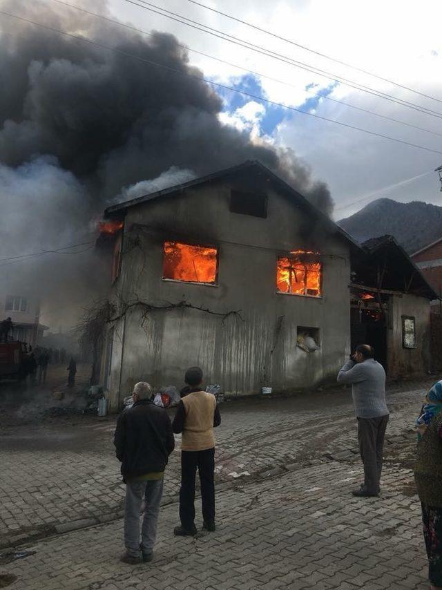 Simav'da korkutan yangın
