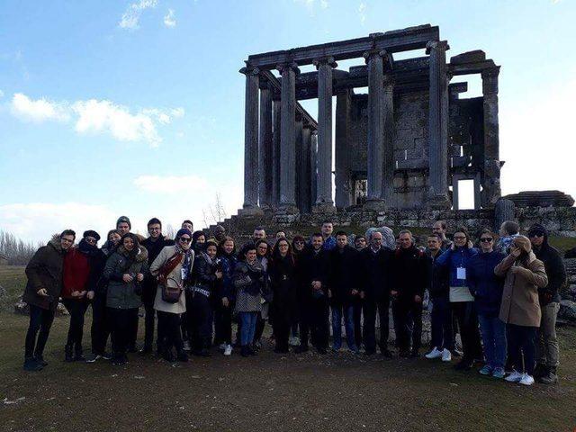 18 ülkeden 36 öğrenci Aizonai Antik Kenti'nde buluştu