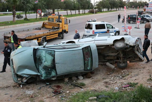 Park halindeki araca çarpan otomobilin sürücüsü öldü