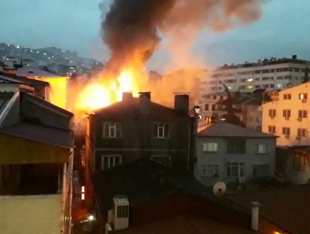 Trabzon'da apartmanda çıkan yangın korkuttu