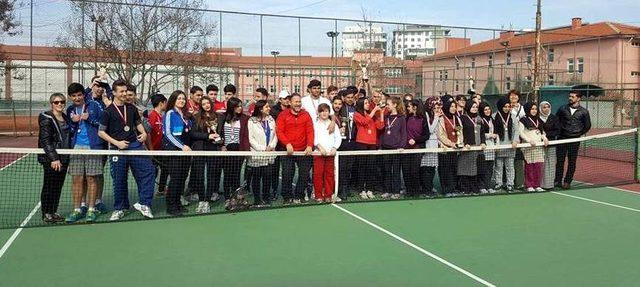 Okul Sporları Gençler Tenis İl Birinciliği müsabakaları sona erdi