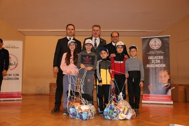 Yalova'da okullara 82 bin TL'lik spor malzemesi dağıtıldı
