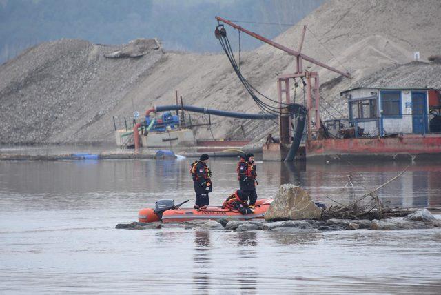 Edirne'de kaçakların botu alabora oldu (2)