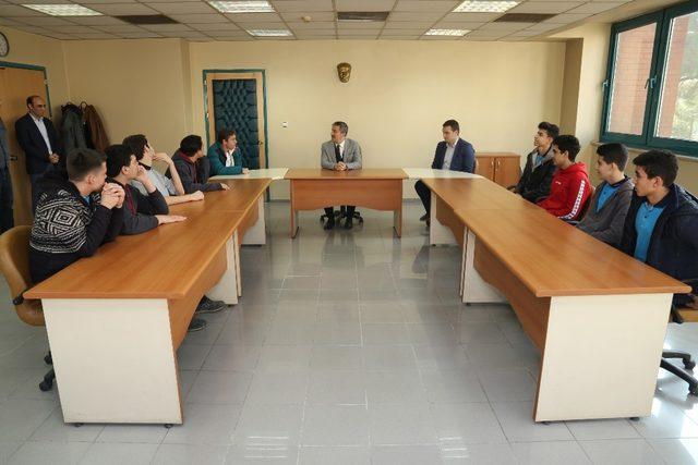 Başkan Şirin'den genç şampiyonlara jest