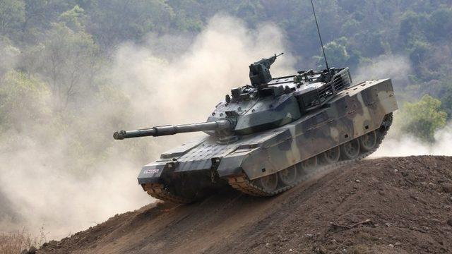 Tayvan ordusu yeni satın aldıkları Çin yapımı VT4 tankını deniyor