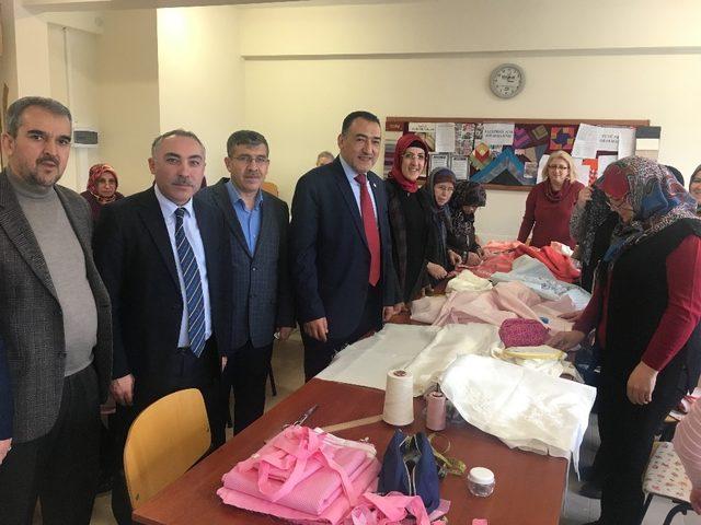 Milletvekili Nazlı, Halk Eğitimi Merkezi'ni ziyaret etti