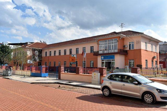 5 Eylül İlkokuluna Salihli Belediyesi eli değdi