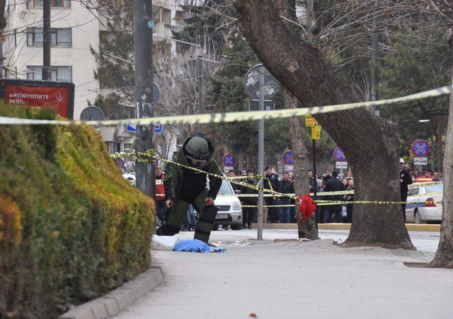 Kaldırıma bırakılan gitar çantası bomba korkusu yaşattı