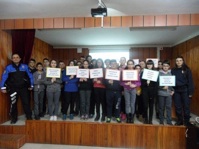 Polis ekipleri 'güvenli internet kullanımı' semineri verdi