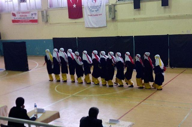 Adilcevaz halk oyunları ekibi il birincisi oldu