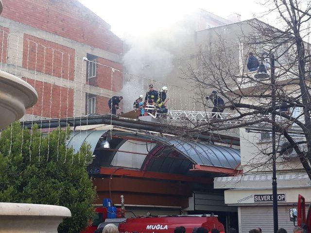 Çatı yangını çarşı esnafını korkuttu