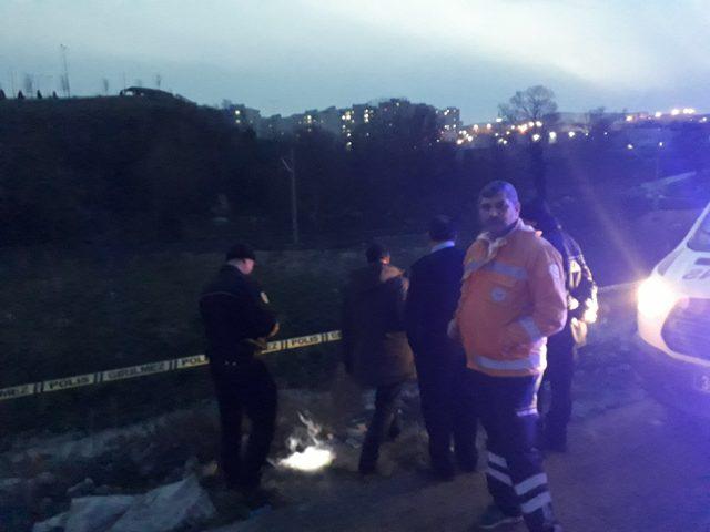 Arnavutköy'de tren yolu ve dere yatağına atılmış iki ceset bulundu(1)