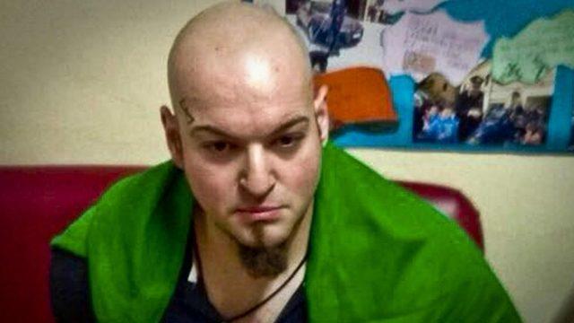 Luca Traini altı kişiyi yaralamakla suçlanıyor. Tutuklandığında boynunda bir İtalyan bayrağı vardı