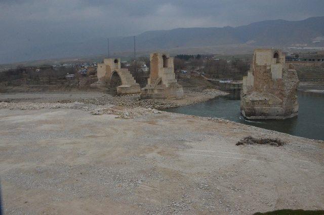 Hasankeyf'te 7 tarihi eser taşınacak