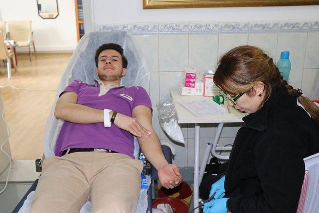 Nevşehir'de lise öğrencileri ve öğretmenlerinden Mehmetçik için kan bağışı