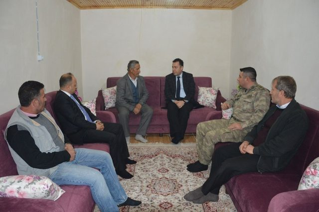 Kaymakam Kapankaya'dan Afrin'de yaralanan askerin ailesine ziyaret