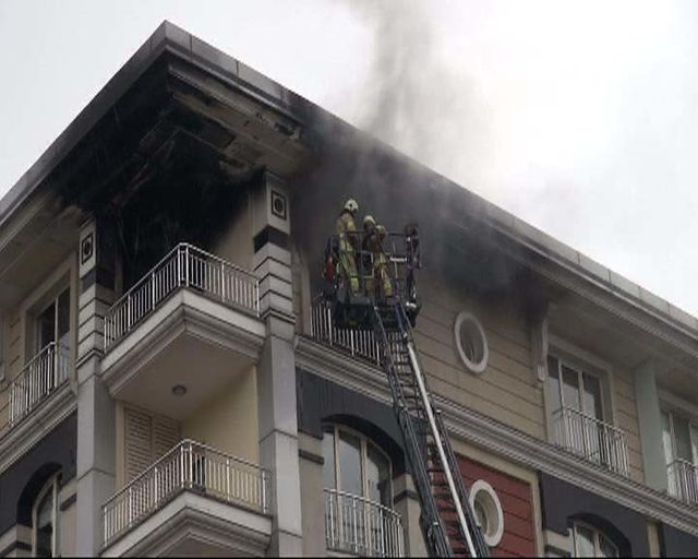 Lüks sitedeki daire alev alev yandı