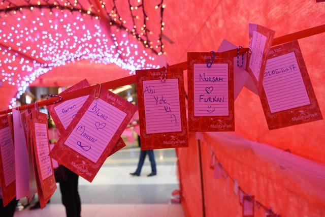 Sevgililer Günü'ne özel 'Aşk Yolu'nda ilginç sözler