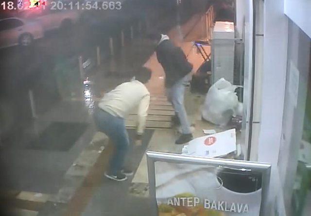 'Buyrun efendim' demeyince, müşteri tarafından bıçaklandı