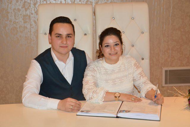Bursa'da nikâh dairelerinde Sevgililer Günü yoğunluğu