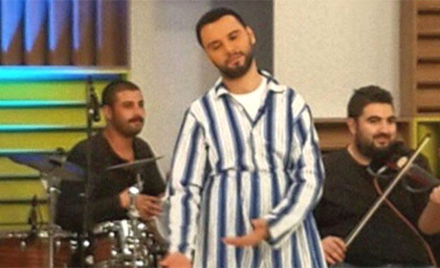 ece-erken-pijama-giyip-totem-yapti-alisan-gibi-10562320_841_m