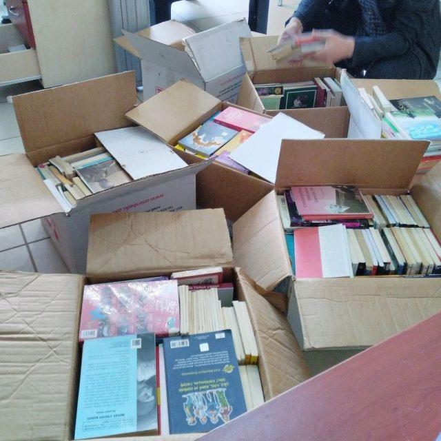 Kozluk'ta öğrencilere kitap yardımı yapıldı