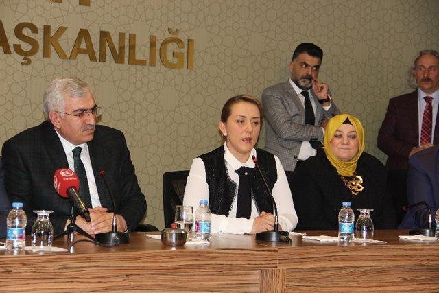 AK Parti Kadın Kolları Başkanlığı'na Çelik atandı