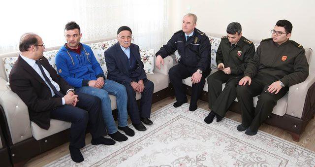 Vali Yurtnaç, Afrin'de yaralanan askerleri ziyaret etti