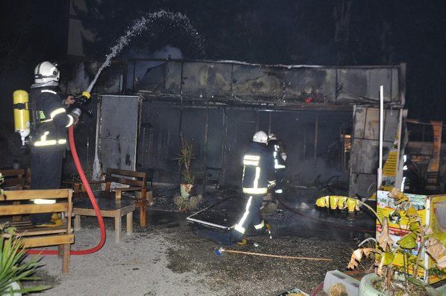 Yangında işyeri kullanılamaz hale gledi