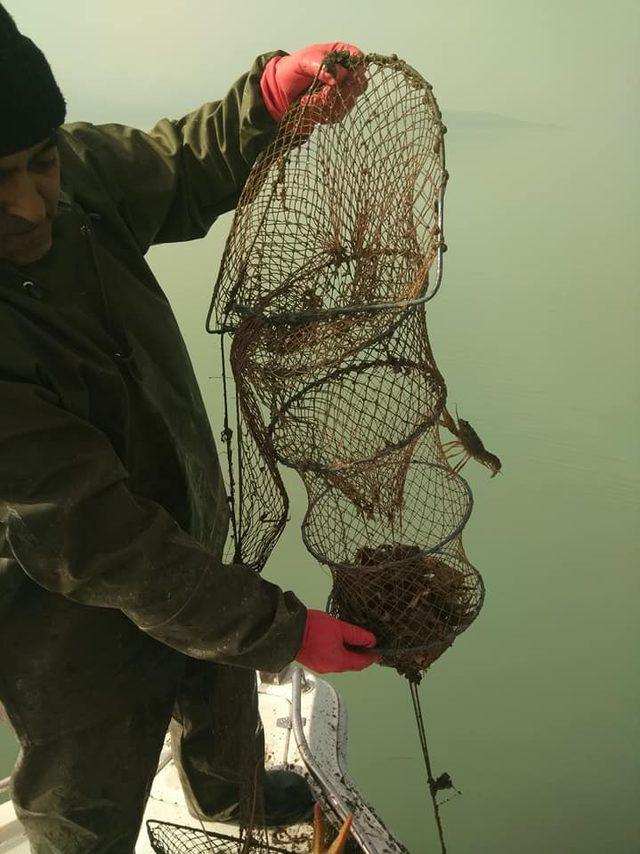 Eğirdir Gölünde kaçak avcılıkla mücadele