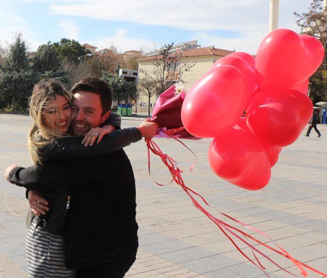 Nişanlıya 'Sevgililer Günü' sürprizi