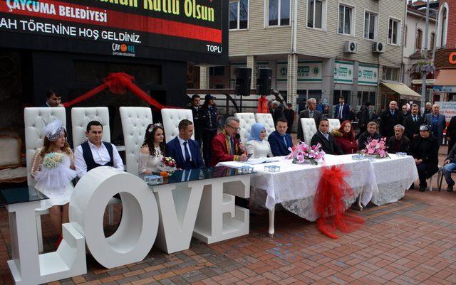 Zeytin Dalı Harekatı'nda görevli uzman çavuşa ilçe meydanında nikah