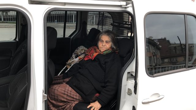 Parasının çalındığını iddia eden bedensel engelli kadın ağladı