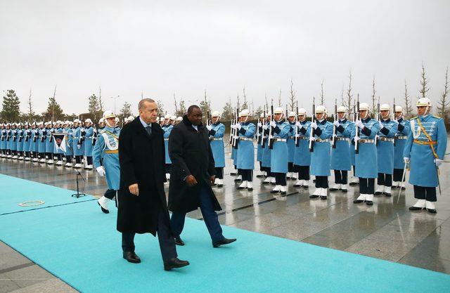 Cumhurbaşkanı Erdoğan, Gambiya Cumhurbaşkanı Barrow'u resmi törenle karşıladı