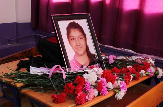 Reyhanlı'ya atılan roketlerle ölenlerin aileleri Mehmetçik'in arkasında