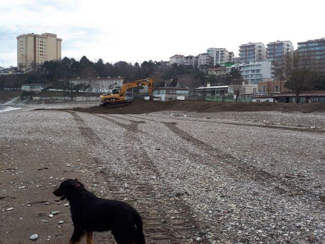 Akçakoca değirmen ağzı plajında kum düzenleme çalışması yapıldı