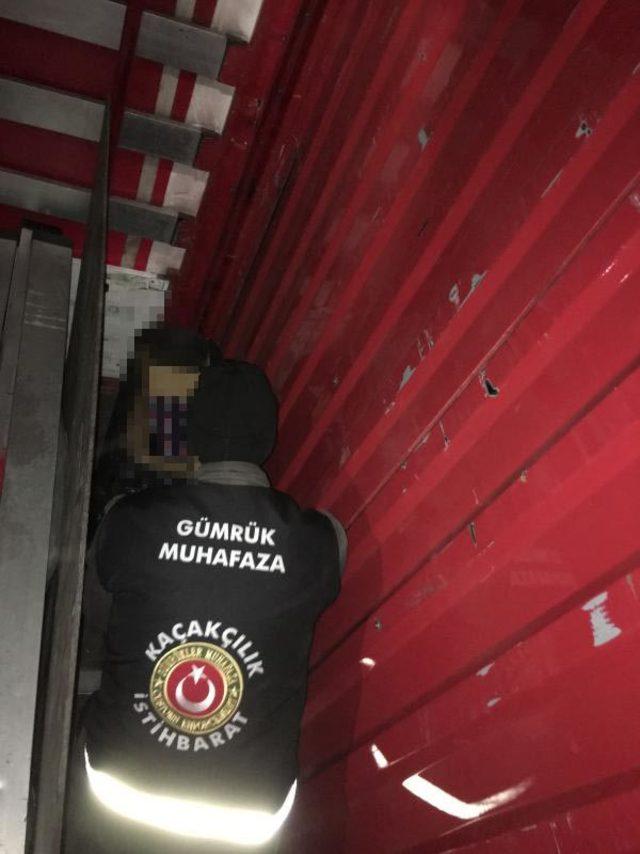 Araç takip sistemi sökülen TIR'da kaçak sigara ele geçirildi