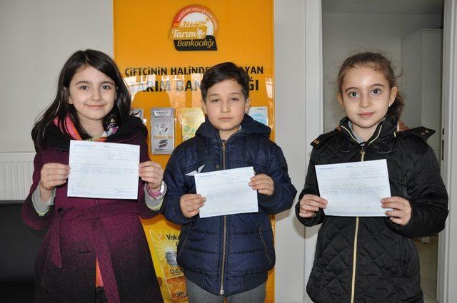 Minik öğrenciler harçlıklarını Mehmetçik Vakfı'na bağışladı