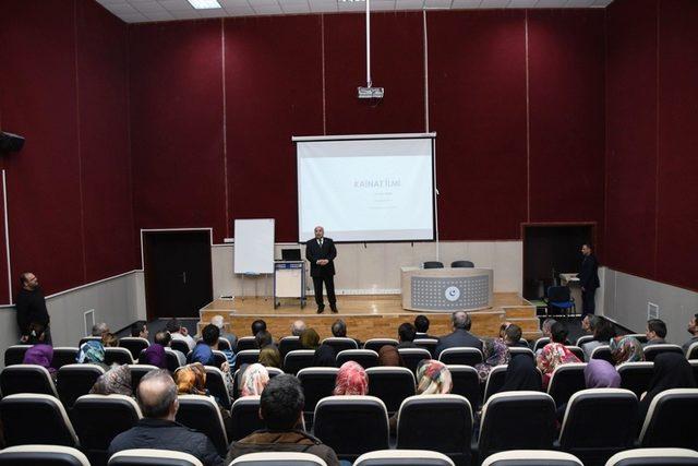 Prof. Dr. Gönüllü kainat ilmi dersine katıldı