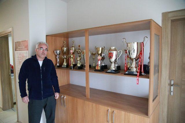 Sakaryaspor altyapıdan 5 sporcu ile profesyonel kontrat imzaladı