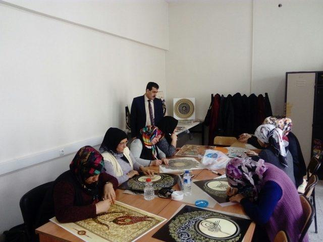 Halk eğitim merkezinde rölyef kursu devam ediyor
