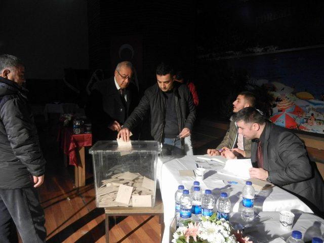Şoförler Odası'nda Ahmet Dut, güven tazeleyerek 9. kez başkan seçildi